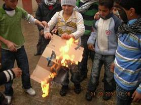 children-draw-isael-flag-and-burn-it