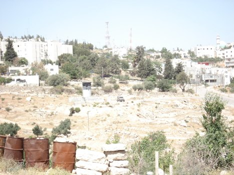 israeli terrorist checkpoint below kiryat arba colony
