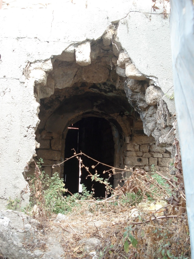 destroyed palestinian home in al majdal
